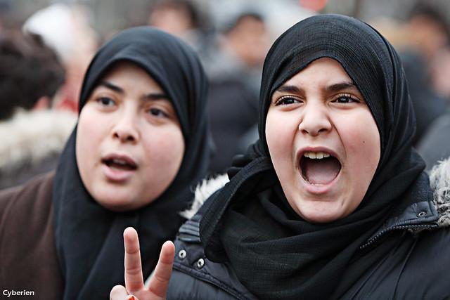 Tunisie - jeunes femmes en colère