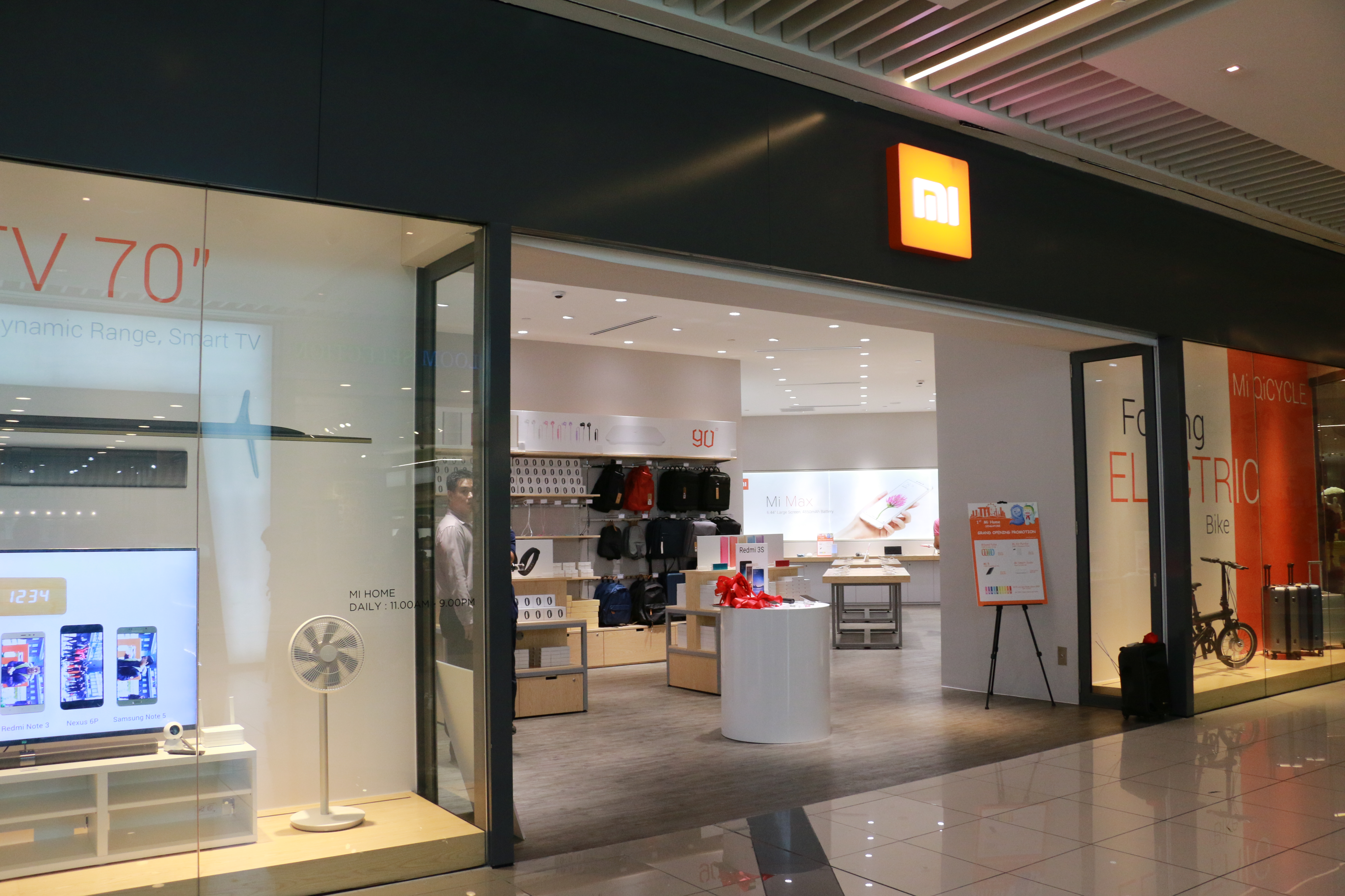Xiaomi's First Store in Singapore « Blog | lesterchan.net