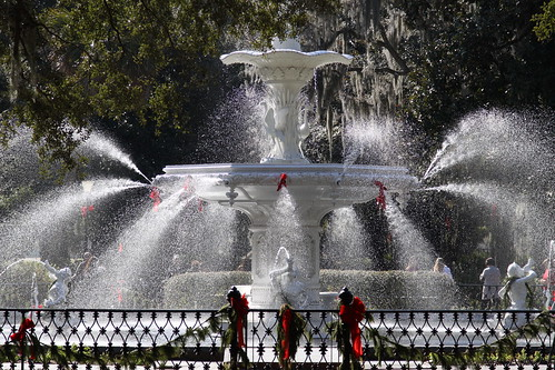 park christmas usa sun mist water fountain america canon georgia aj ribbons gate spray savannah glimmer forsyth brustein 50d