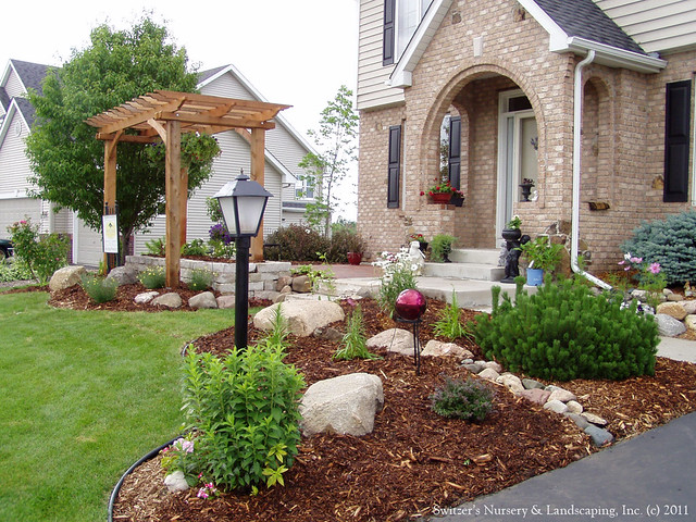 Front entry garden room a beautiful new front yard for Front yard landscaping small space