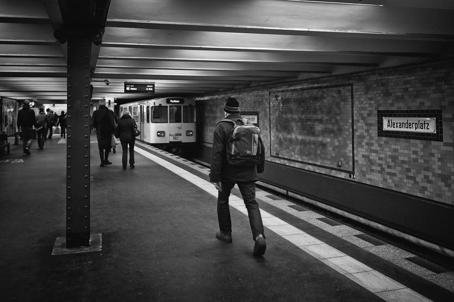 le marcheur de la station Alexanderplatz