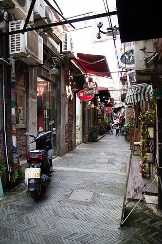 shanghai | narrow alley