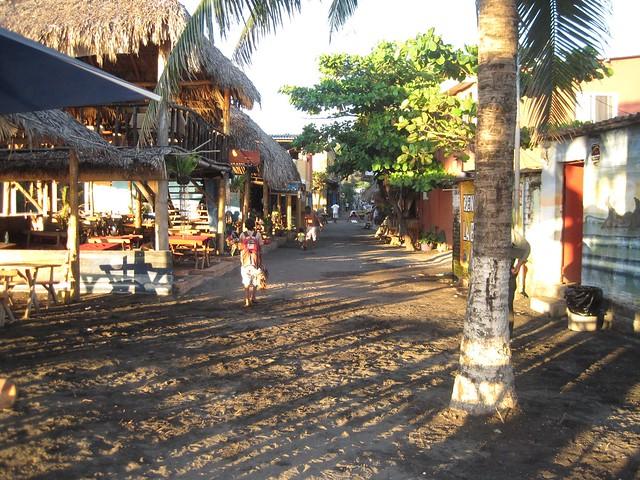 playa-tunco-el-salvador-surf-town