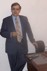 lecture(0.0), sitting(0.0), formal wear(1.0), suit(1.0), white-collar worker(1.0), person(1.0), businessperson(1.0),