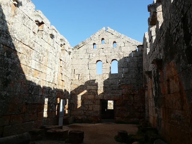 Las aldeas antiguas del norte de Siria. Interior del complejo de baños de Serjilla.