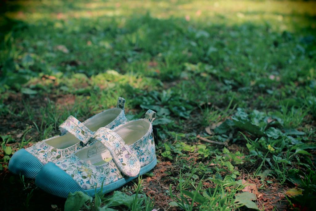 自然と花柄の靴