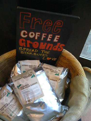 Amazing uses for coffee grounds recyclescene - Coffee grounds six practical ways to reuse them ...
