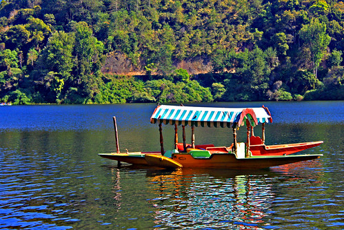 Shikara Boat at the Kundala Lake, Munnar by luckydesi
