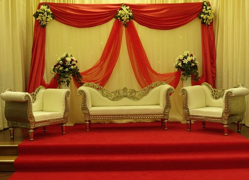 Babanina 39 s blog the bride 39s attire at this lowkey for Asian wedding stage decoration