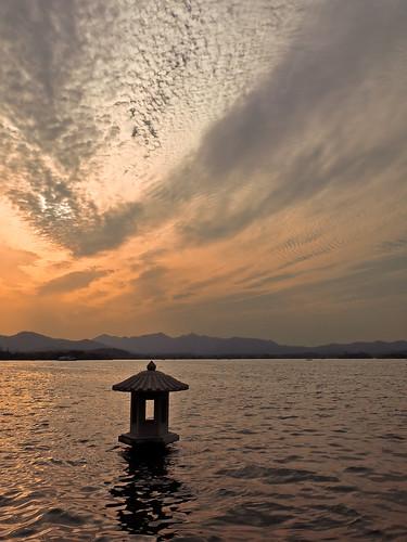 china sea lake water canon temple pagoda boat buddha scenic spot powershot westlake creativecommons hangzhou tradition shaoxing barbera zhejiang g10 canonpowershotg10 canong10 keyun salvabarbera