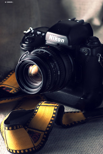 Nikon F5 with Hasselblad Carl Zeiss T* 80mm f2.8 .