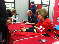 Wendel Clark & Cassie Campbell-Pascal signing autographs #SHDiC