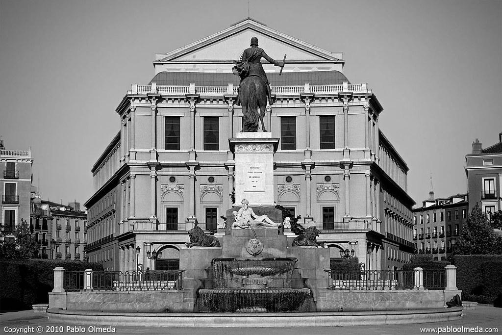 Teatro Real y estauta ecuestre de Isabell IIir