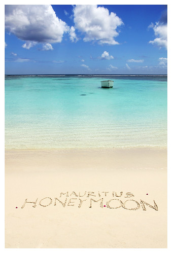ocean sea beach colors writing island boat sand honeymoon maurice indianocean ile tropical mauritius inscription trouauxbiches 550d