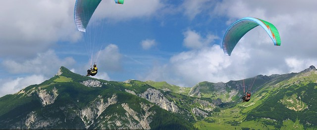 The adventurous game of Paragliding above the Achensee