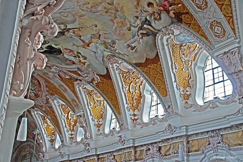 white window yellow painting bayern bavaria stuck cathedral dom fenster arches ceiling decke gelb baroque weiss barock freising bogen gemälde dorenawm