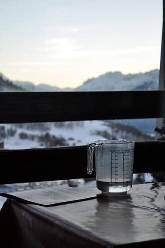 sunset water montagne magazine table eau moutain coucherdesoleil measuringcup verredoseur