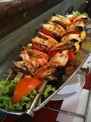 Restaurant portugais Pedra Alta, brochettes de gambas, calamars, poivrons