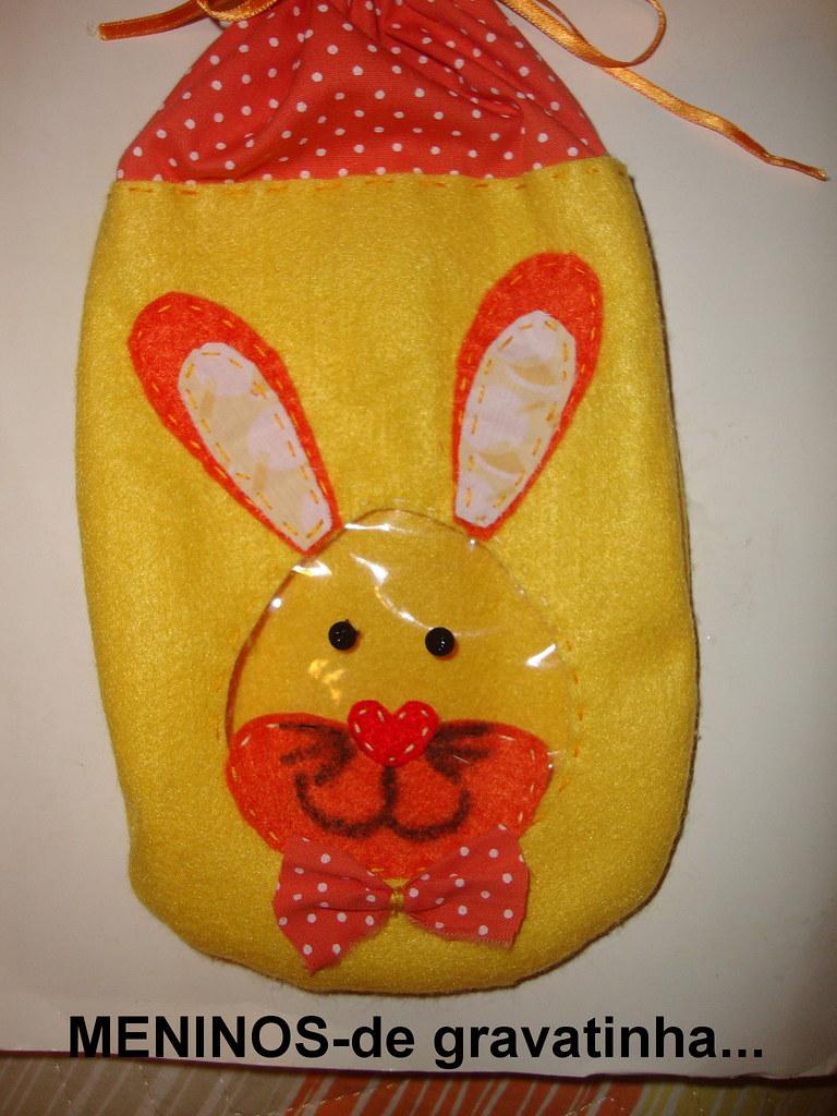 Saquinho em feltro para guloseimas...menino!!!o rosto do coelho é em plástico transparente!