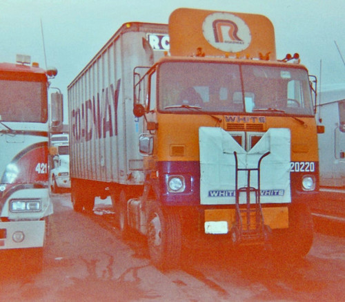 ROADWAY TRUCKING - WHITE CABOVER