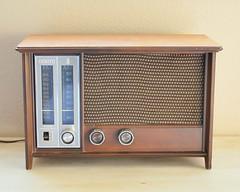 Zenith X334W radio (Danish Modern)