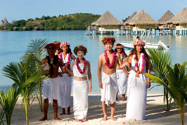 polynesian wedding at intercontinental bora bora le moana