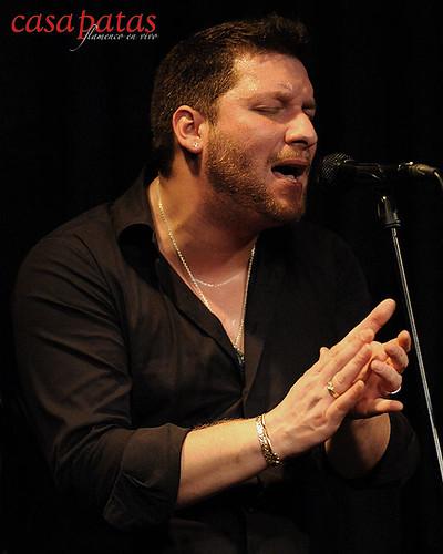 Saúl Quirós al cante. Foto: Martín Guerrero