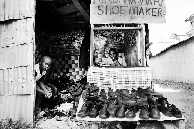 FUNDI WA VIATU (Shoe maker) - Umoja streets