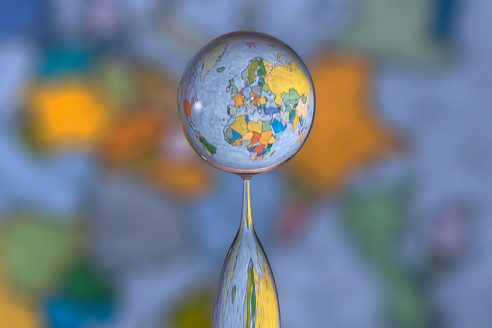 Water Drop Refractions by Markus Reugels «TwistedSifter