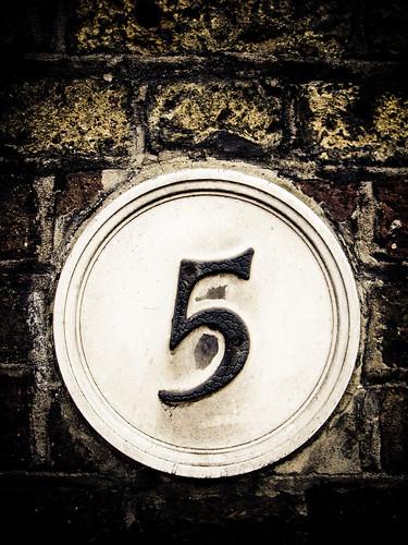 Five - Fünf - خمسة - Cinco - Cinq - Пять - पांच - 五 - חמש - Pět