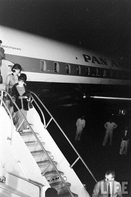 Mme. Nhu's Arrival (2)