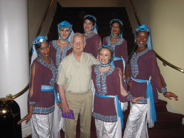 Ranya and dancers with Mahmoud Reda