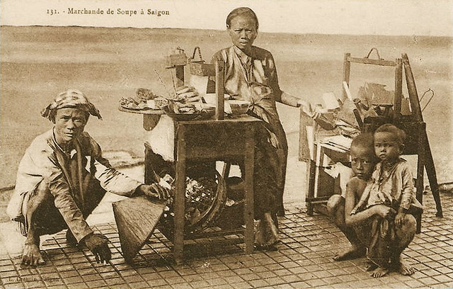 Saïgon - Marchande de soupe à Saïgon - Viêt-Nam