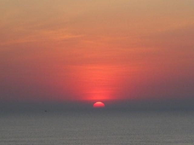 Sun & Sky, Om Beach