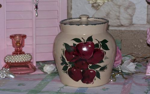 2002 Home And Garden Party Apple Stoneware Canister