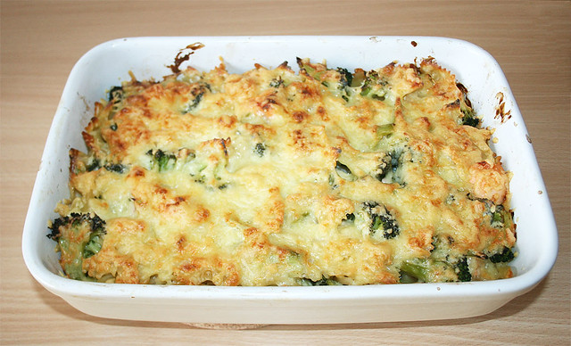 20 lachs brokkoli nudelauflauf salmon broccoli noodle casserole fertig berbacken flickr. Black Bedroom Furniture Sets. Home Design Ideas