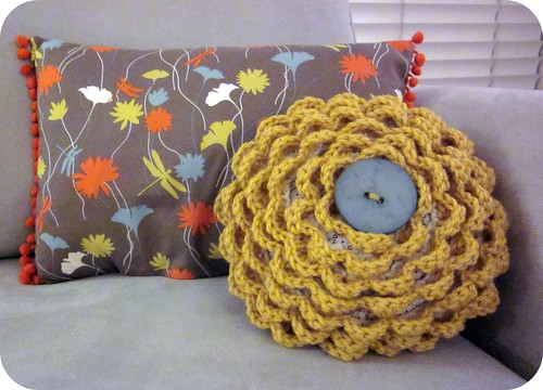 Crocheted Rosette Pillow 014