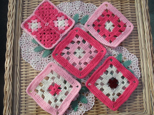 Pink Shades again,ooh these go beautiful with Gails Squares!  Many thanks for your Squares Laura! I love them!
