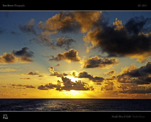 ocean blue sunset sea sky sun water clouds gold pacific rays galagapos tomraven aravenimage q12011