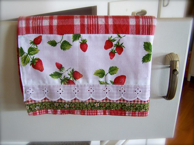 Strawberry kitchen decor flickr photo sharing - Strawberry kitchen decorations ...