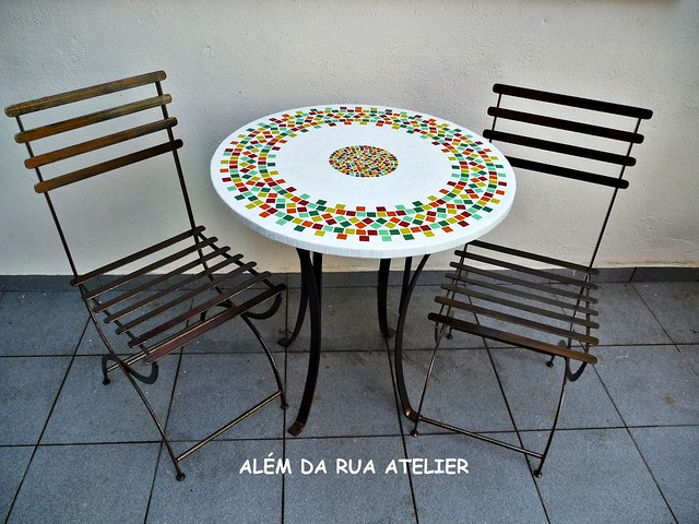 mesa de jardim jumbo : mesa de jardim jumbo:mesa de mosaico e cadeiras de ferro