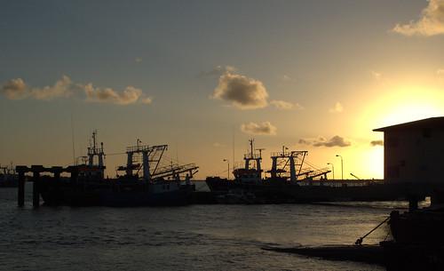 sunset water boats glow mozambique quelimane zambézia
