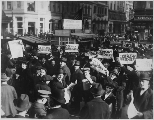 Peace rumor, New York. Crowd at Times Square holding up Extras telling about the signing of the Armistice.