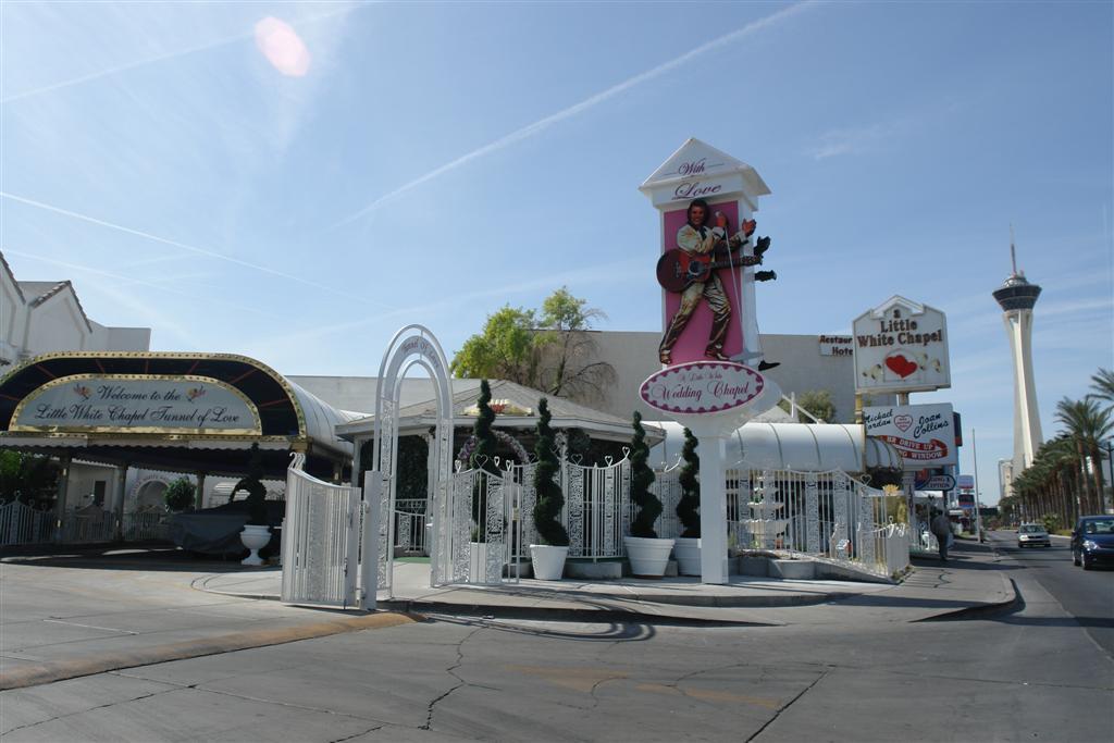 La famosa Little White Chapel y tunes del amor donde se casan todos los famosos en Las Vegas Qué ver y hacer en Las Vegas, curiosidades y lugares a NO perderse - 5522881465 30b54a9576 o - Qué ver y hacer en Las Vegas, curiosidades y lugares a NO perderse
