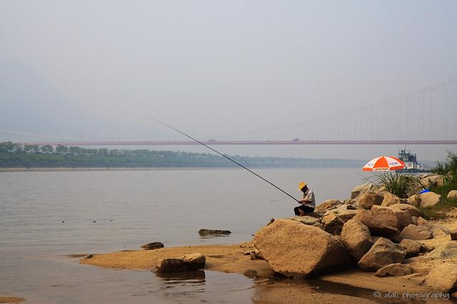 垂钓于长江