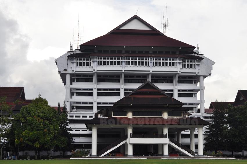 Kantor Gubernur Sulawesi Utara Kantor Gubernur Sulawesi Utara