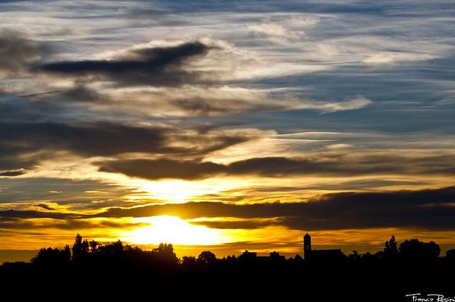 El campanario y el cielo