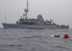 EAST CHINA SEA (April 29, 2011) Mineman 3rd Class Joshua Sinsheimer, a search and rescue diver aboard USS Avenger (MCM 1), swims to a dummy during a training drill. (U.S. Navy photo by Mass Communication Specialist 3rd Class Brian A. Stone)