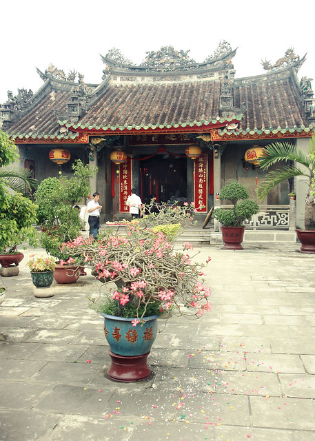 Chinese Assembly Hall, Hoi An by CC user aschaf on Flickr