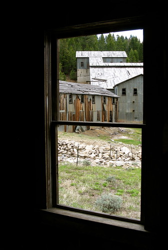 windows town montana decay ghost historic mining ghosttown dust decrepit comet cometmontana